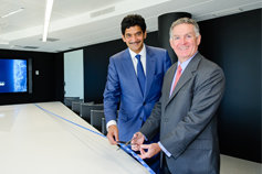 John Veihmeyer, Président de KPMG International & Jay Nirsimloo, Président de KPMG France, inaugurant l'Insights Center de KPMG France à la Tour Eqho (Paris La Défense).,Dans les médias