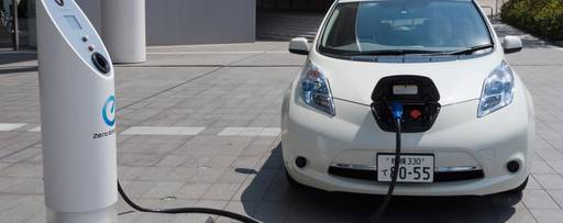 E-Auto an Ladestation