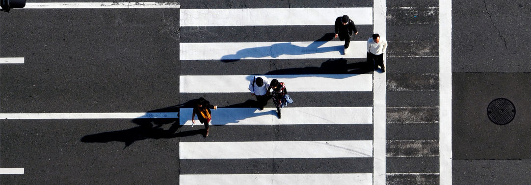 pedestrians-crossing-intersections-osaka-perfectur