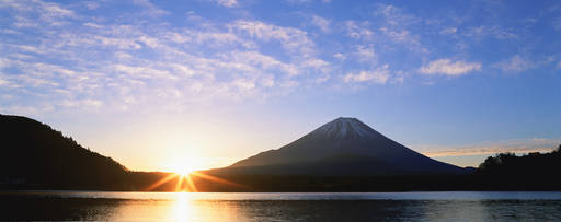 KPMG IFRS disclosures topic image: sun rising behind mountains and a body of water.