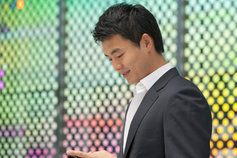 Man holding a mobile phone.