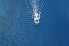 How to make the most of asset traces: Five key lessons - photo of speed boat full throttle ahead