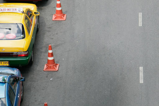 KPMG web article 'Draft IFRIC on advance consideration in foreign currency' publication image: road traffic