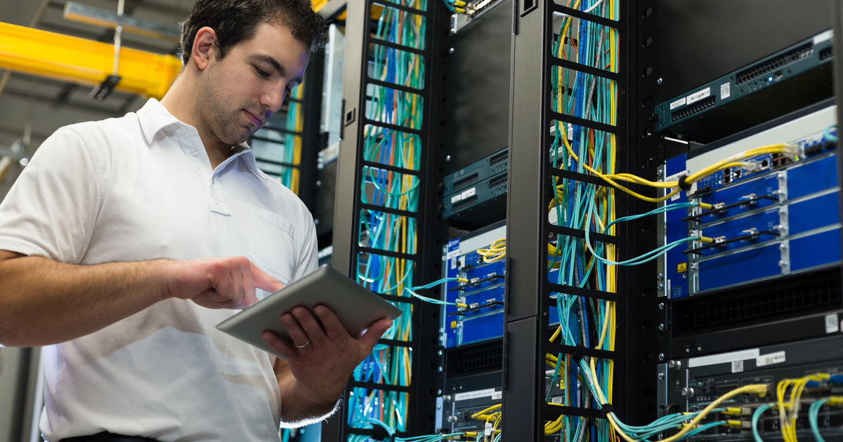 becoming a network administrator Do a bachelor's degree while sometimes it is possible to work in systems administration with previous experience or a professional certificate or associate's degree, you will find that many employers prefer people with a bachelor's degree.