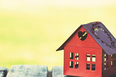 be difference red birdhouse