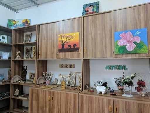 Art and handicraft products from the Zen Artitude Boutik