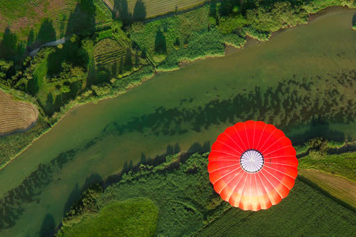 Integrated reporting | Looking down on an orange hot air balloon