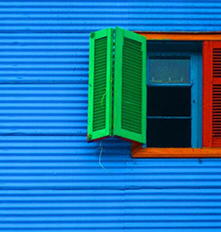 Internal controls over financial reporting - Open window color red green against blue wall