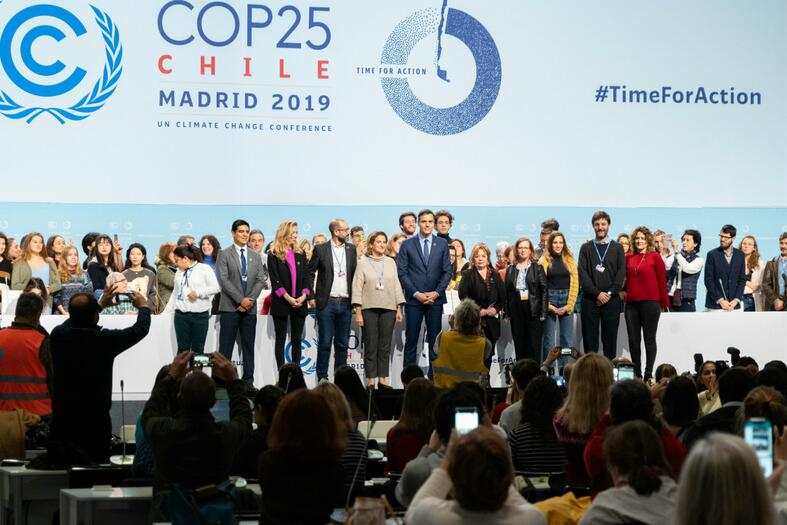 People attending award event COP 25