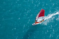 KPMG IFRS Newsletter: Financial Instruments publication image: high angle windsurfer