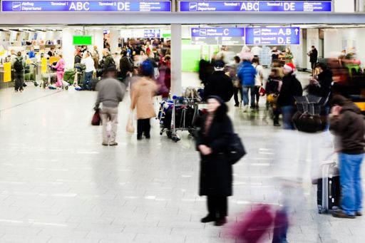 KPMG IFRS 15 (new revenue standard) for transport publication image: busy train station concourse