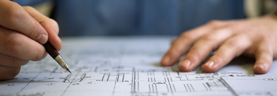 architect drawing the plan
