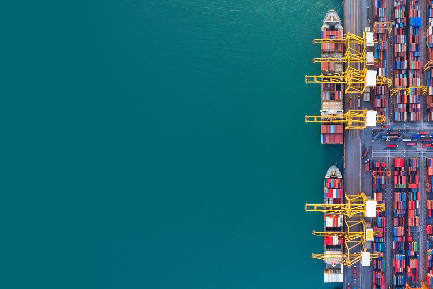 container ships in import export