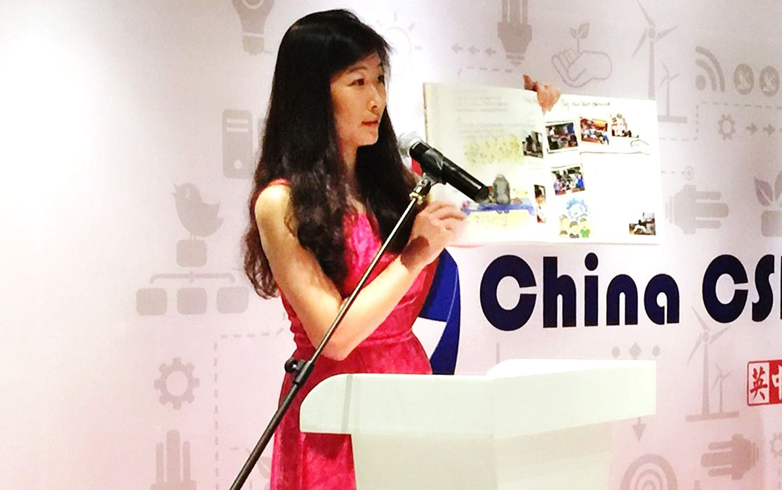 Daisy Shen shows the mission booklet to the audience and shares her experiences in volunteering for a school mission