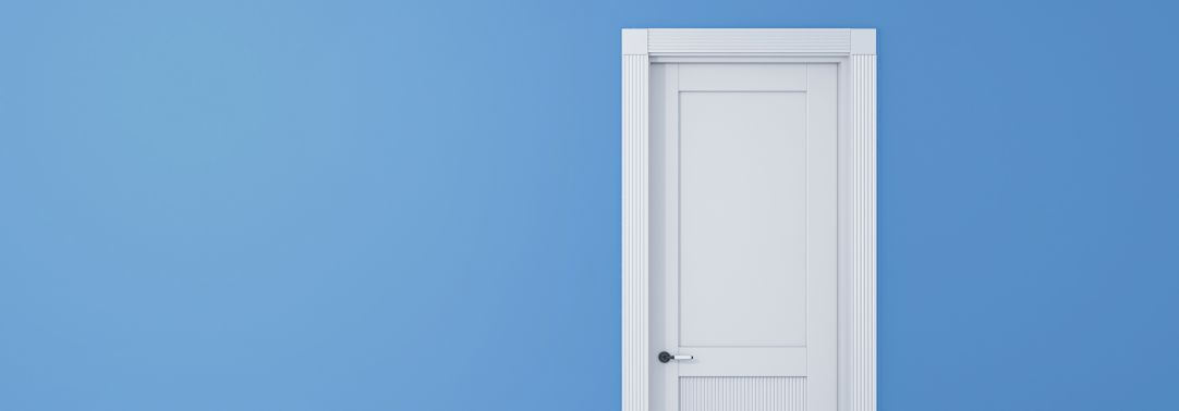 audit committee institute blue door on white background