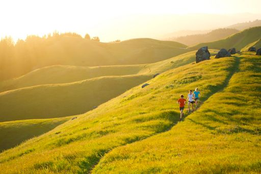 people-are-running-on-the-hill