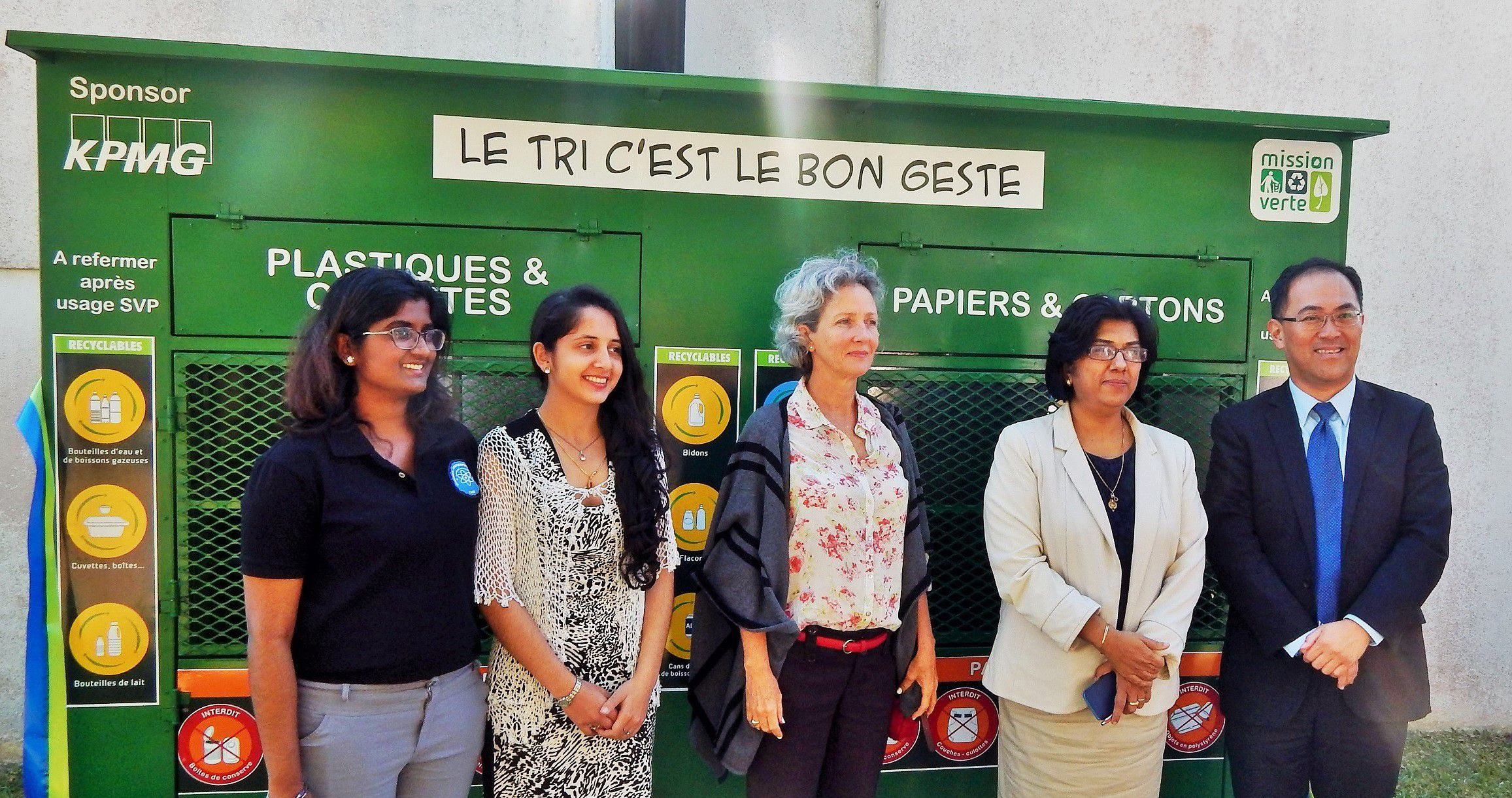 Inauguration of a waste sorting bin on the campus of the University of Mauritius