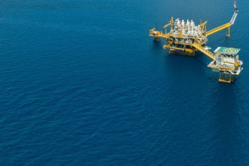 End Use procedure changes: how the changes will impact the Oil & Gas sector - oil rig in the ocean
