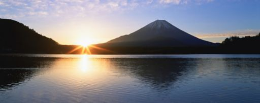 KPMG IFRS disclosure initiative topic image: sun rising behind mountains and a body of water