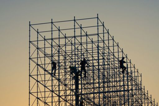 Workers-on-the-building